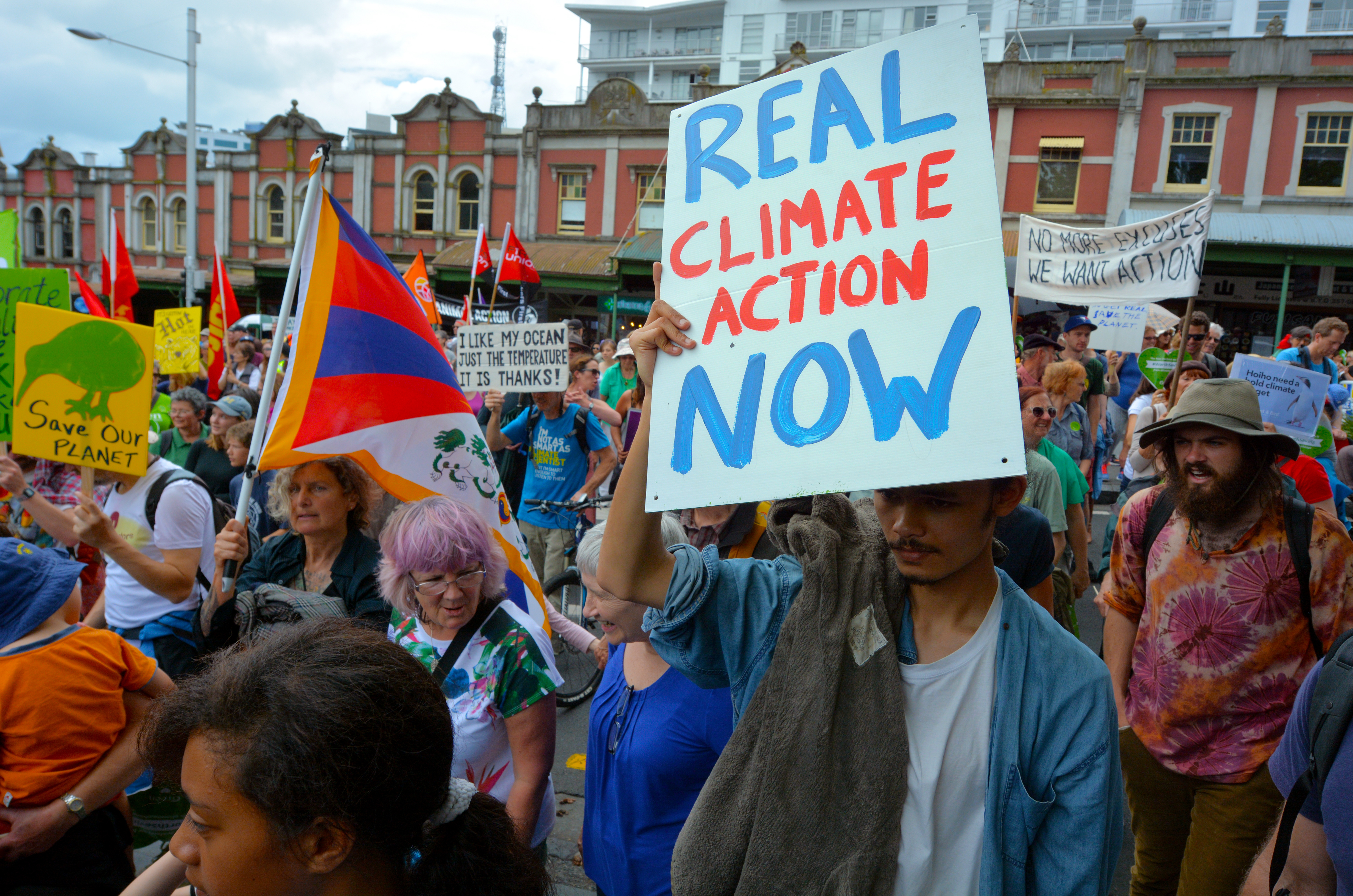Thousands rallied for action on climate change (Photo: Auckland, 28 November 2015)
