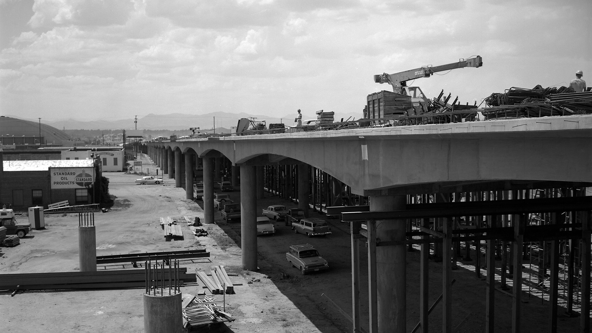 Construction of Interstate 70 in Denver, looking west towards the mountains - circa 1964 (Image courtesy CDOT)