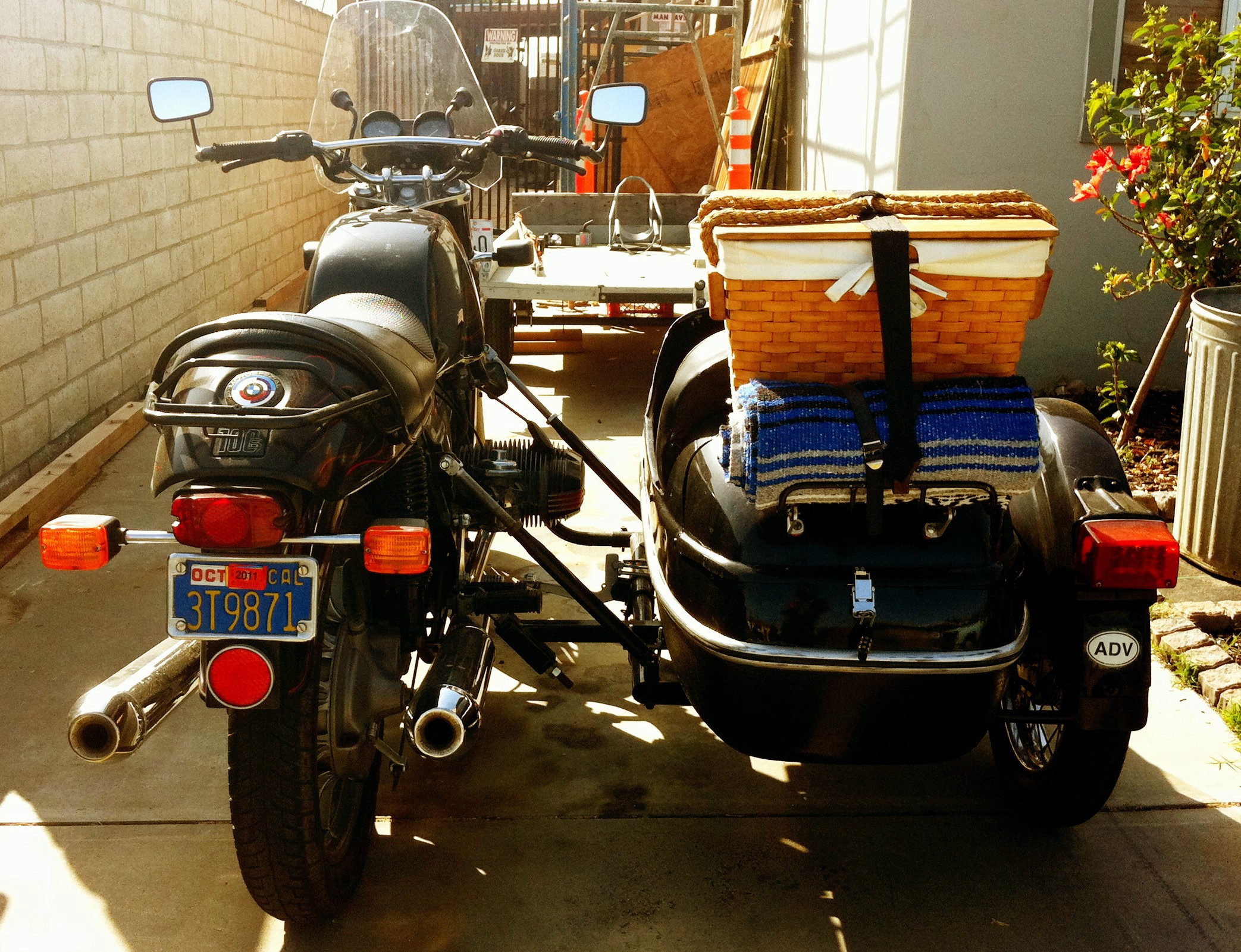 """[Sidecar](https://www.flickr.com/photos/23291498@N04/5539212408/)"" by [cireremarc](https://www.flickr.com/photos/23291498@N04/) is licensed under [CC BY 2.0](https://creativecommons.org/licenses/by/2.0/)"
