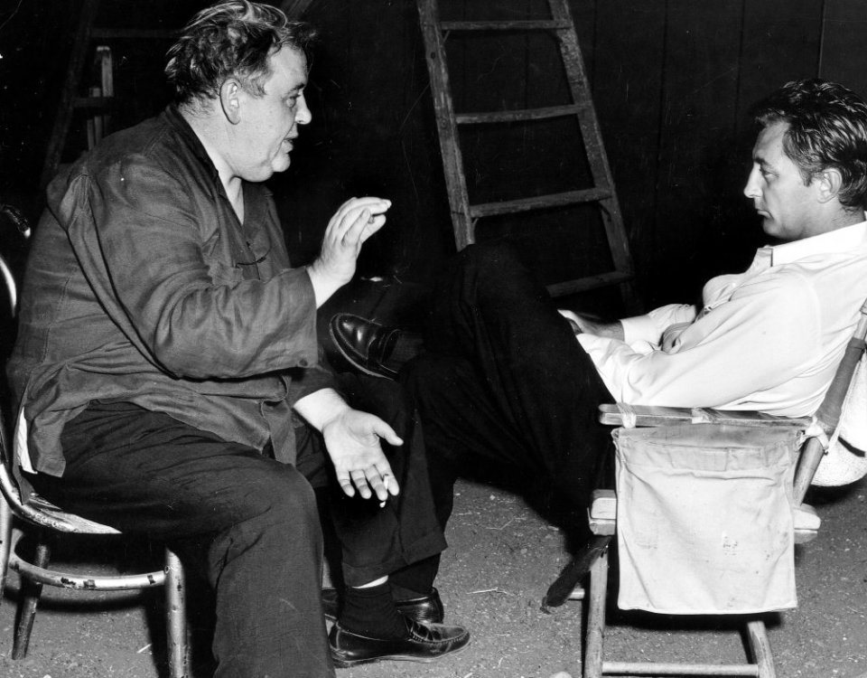 L - night-of-the-hunter-the-1955-008-charles-laughton-talking-to-robert-mitchum-on-set-00m-fau