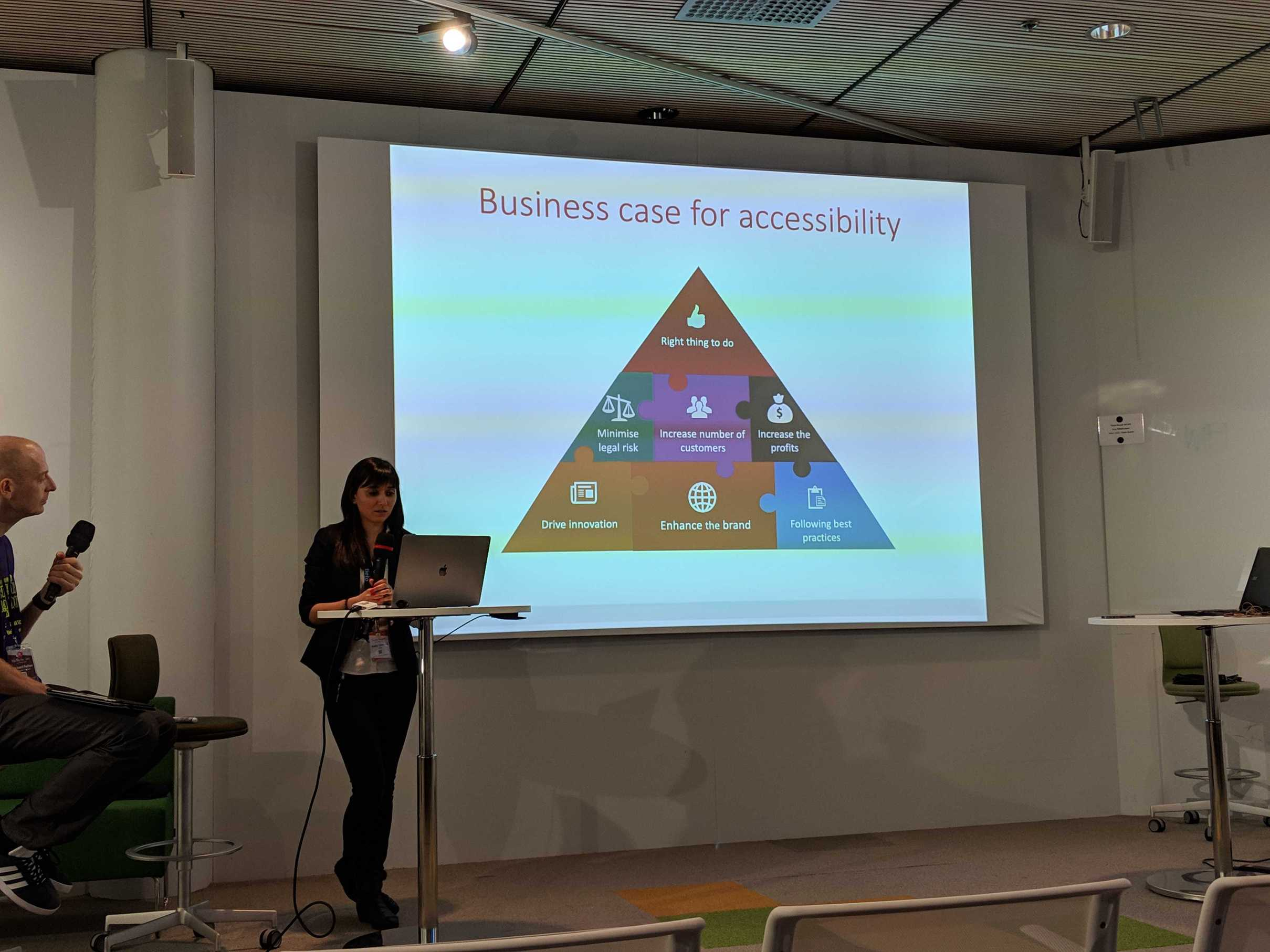Nadia Törnroos discussing accessibility at Angular Finland conference.