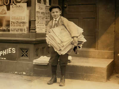 15 Vintage Photos Of Newspaper Carriers