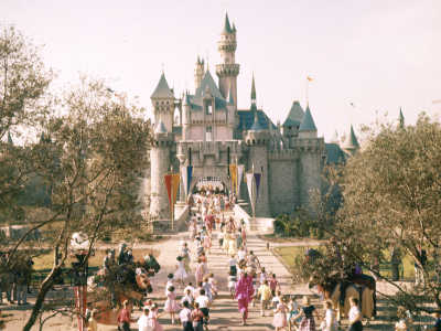 15 Vintage Photos Of Disneyland & Disney World That Will Make You So Nostalgic