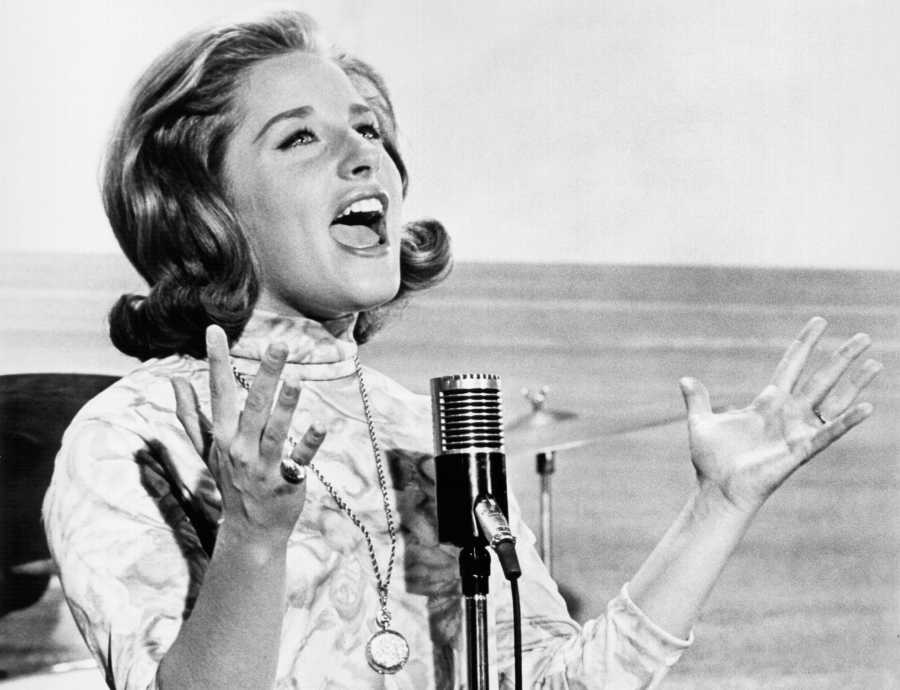 20 Female Singers Who Defined the '60s | Purple Clover