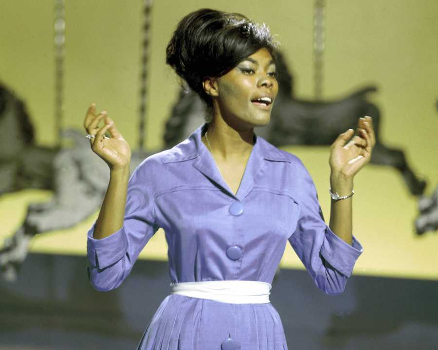 Dionne Warwick | 20 Female Singers Who Defined the '60s | Purple Clover