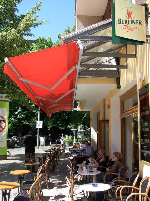 Brel tables outdoor
