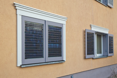 Nechlin Schnnitter Window Shutters geöffnet und geschlossen