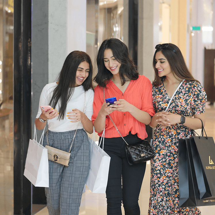 Girls-shopping-image