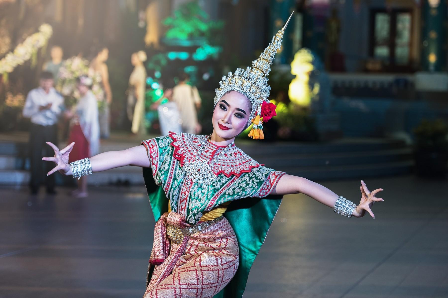 dancer-1807516 1920