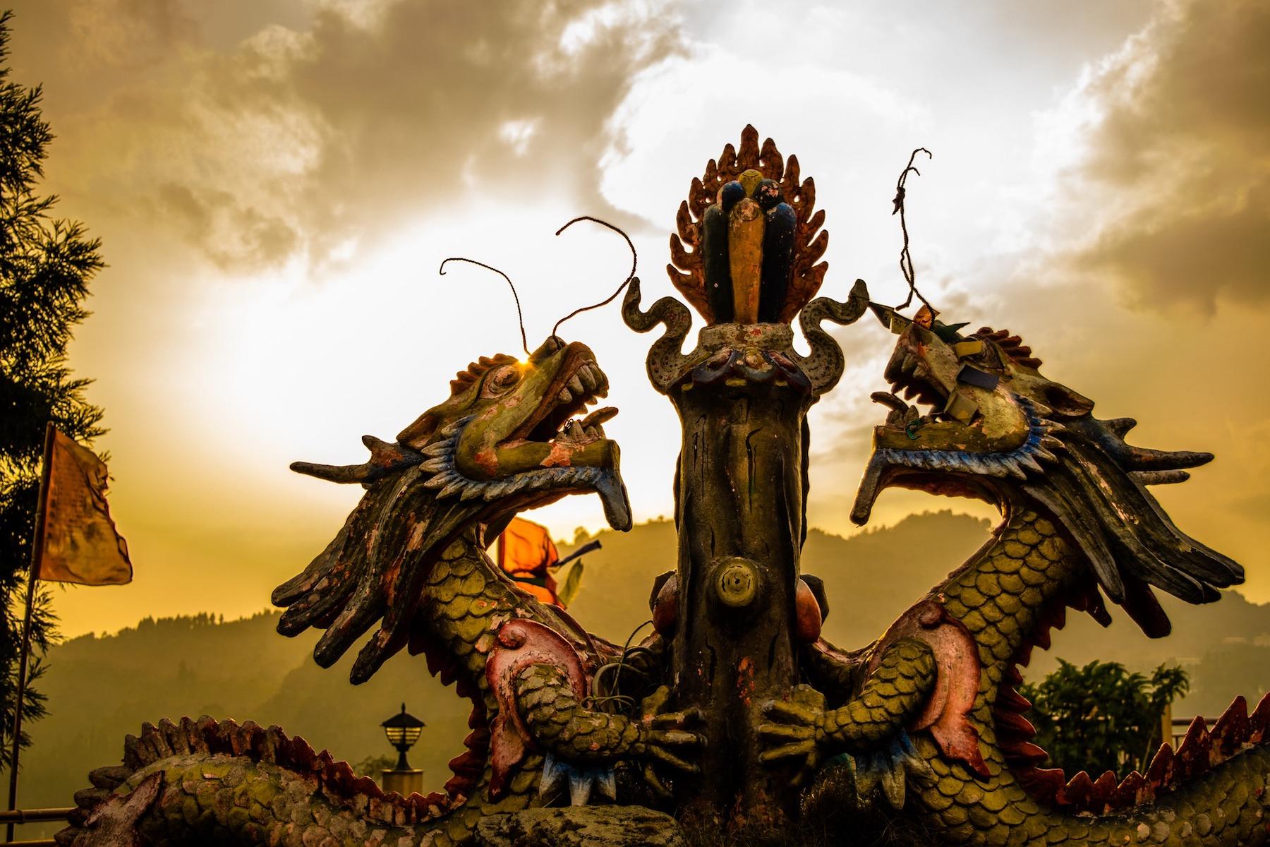 dragons-2743843 1920