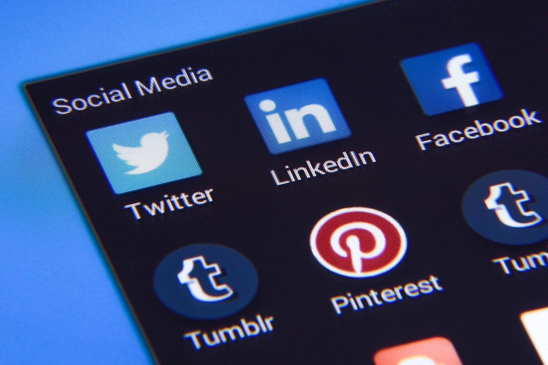 social-media-1795578 1920