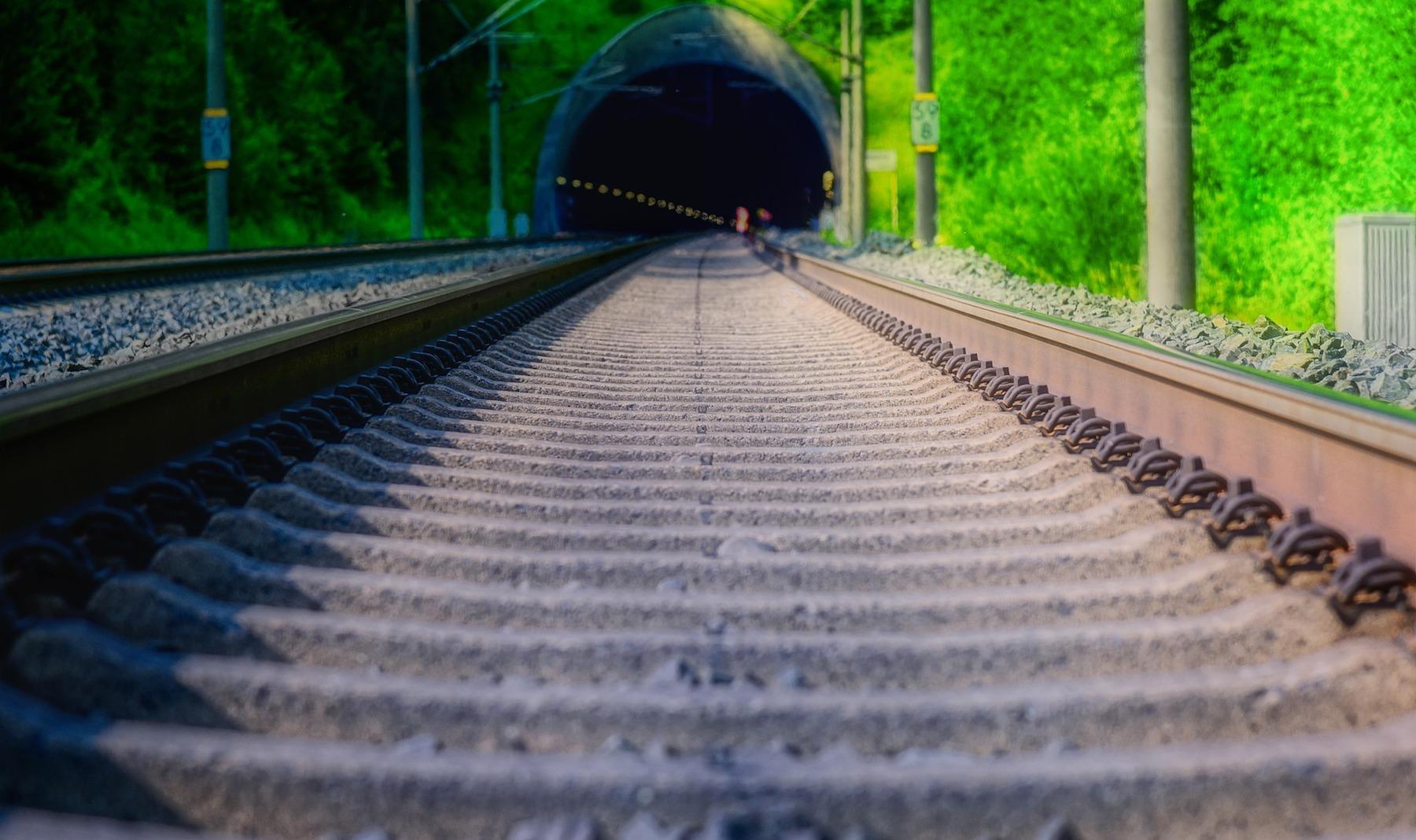 track-4308559 1920