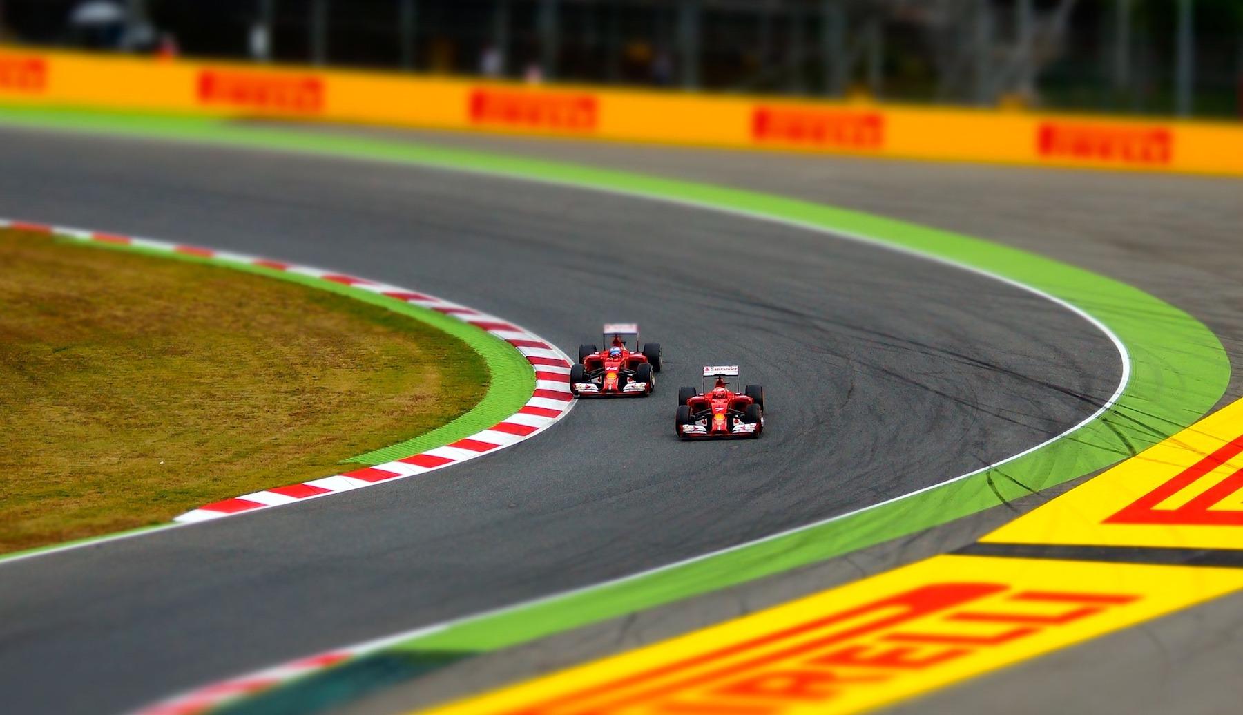 car-racing-1404063 1920