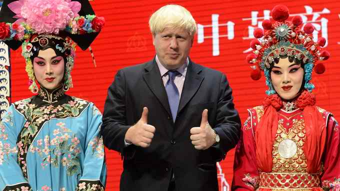 boris johnson with models in china