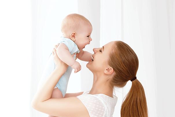 الأم والطفل معاً