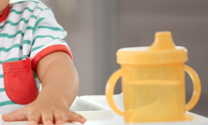 متى يستطيع الرضع شرب الماء؟