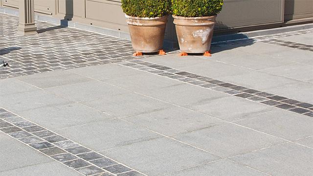 Natuursteen terras aanleggen gamma