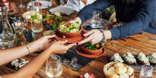 Guests sharing a vegetarian meal. Photo: Shutterstock \[…\]  [Read More](https://quisine.quandoo.com.au/guide/best-vegetarian-restaurants-melbourne/attachment/shutterstock_1021018564/)