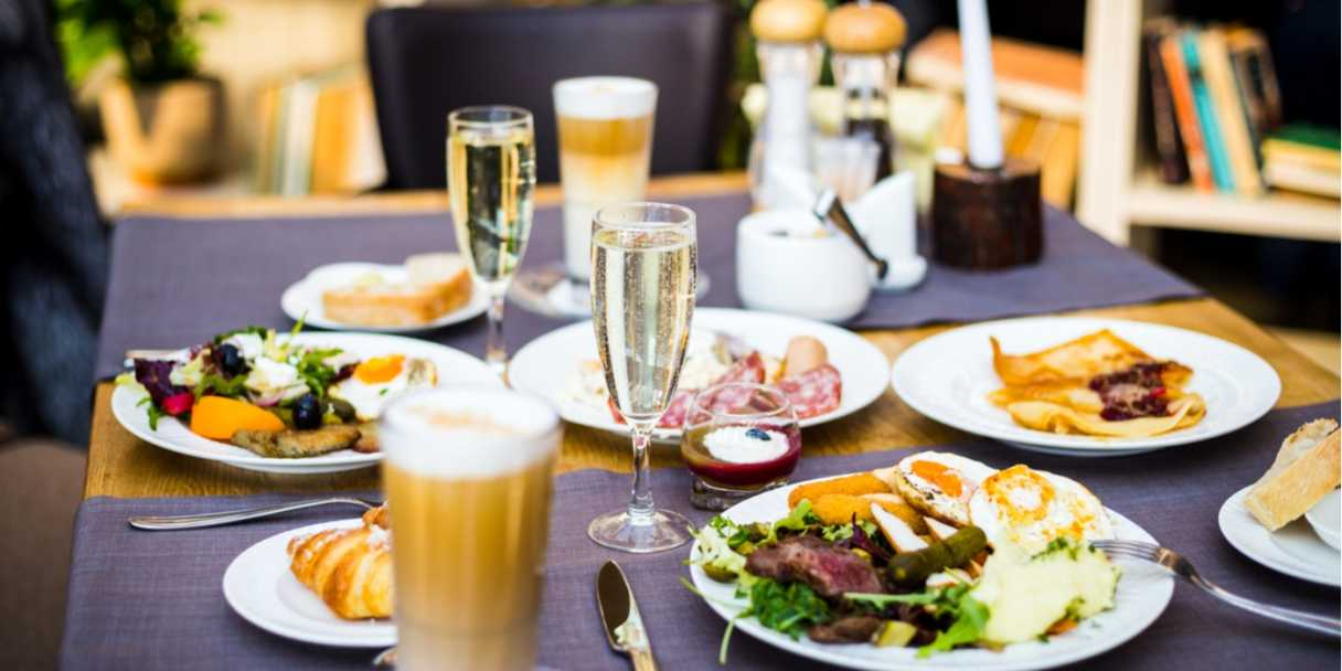 Source: Shutterstock \[…\]  [Read More…](https://quisine.quandoo.com.au/guide/bottomless-brunch-sydney/attachment/bottomless-brunch-sydney-3/)