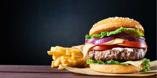 Quelle: Shutterstock \[…\]  [Weiterlesen&](https://quisine.quandoo.de/guide/die-13-besten-burger-in-berlin-wo-burger-fans-in-der-hauptstadt-gluecklich-werden/attachment/burger-header/)