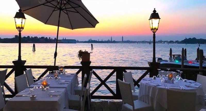 Essentiale Restaurant Lounge Bar – Fonte: Quandoo \[…\]  [Le](https://quisine.quandoo.it/guide/migliori-ristoranti-venezia-economici/attachment/essentiale-restaurant-lounge-bar/)