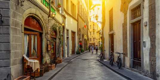 Strada di Firenze – Fonte: Shutterstock \[…\]  [Leggi tutto…](https://quisine.quandoo.it/guide/ristoranti-strani-firenze-menu-prezzi/attachment/shutterstock_653348119/)