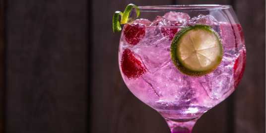 Pink raspberry G&T. Source: Shutterstock \[…\]  [Read More…](https://quisine.quandoo.co.uk/trends/drink-pink-gin-london/attachment/shutterstock_581936836-1/)