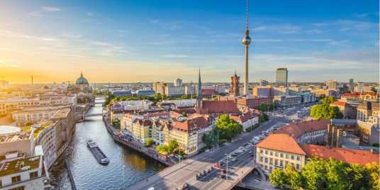 A city to discover burgers. Source: shutterstock \[…\]  [Read More…](https://quisine.quandoo.co.uk/guide/best-burgers-schoneberg-berlin/attachment/shutterstock_309376361/)