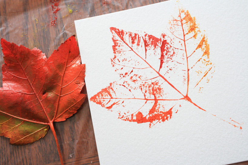 nature school project: printmaking with leaves - Sparkle Stories
