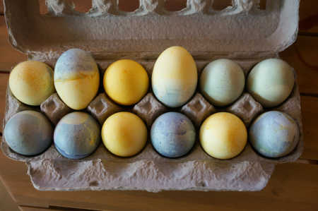 sparkle craft: natural egg dye