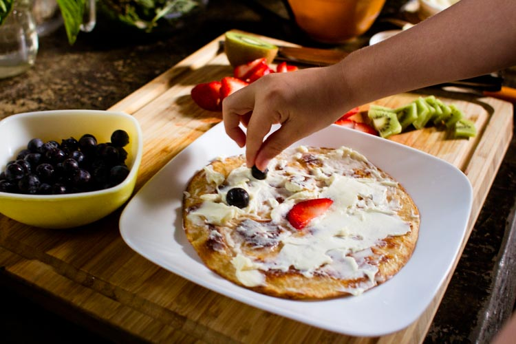 breakfast fruit pizza 6 | www.sparklestories.com| at home with martin & sylvia