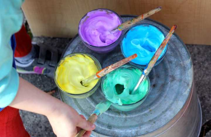 Painting-with-homemade-bath-paint-?-easy-DIY-fun?