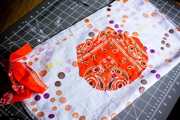 pillowcase cross-body trick-or-treat bag 13 |www.sparklestories.com| by thistle by thimble