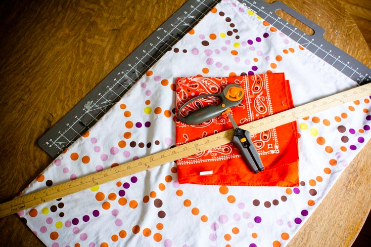 pillowcase cross-body trick-or-treat bag 14 |www.sparklestories.com| by thistle by thimble