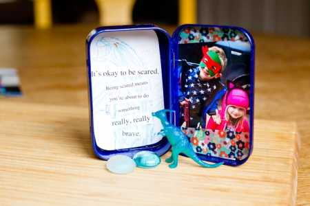 "sparkle craft: ""bravery-in-a-box"" travel photo frame"