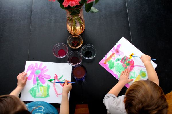 use-fresh-flowers-as-inspiration-for-hand-painted-watercolor-thank-you-notes-600x399