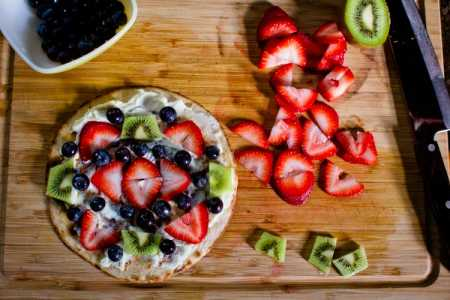 sparkle kitchen: breakfast fruit pizza