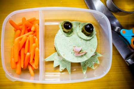 sparkle kitchen: teeny the toadlet sandwich stacker