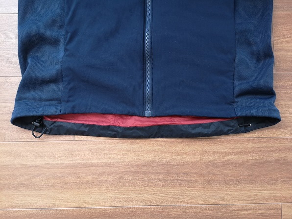 Atom LT Hoody裾の長さ比較画像