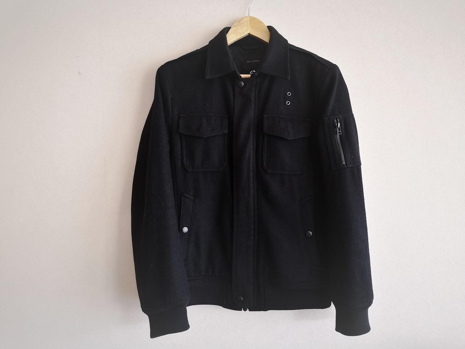 ナノ・ユニバースの黒ジャケット
