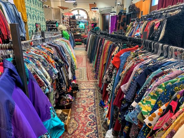 jajcica-vintage-clothing-store-budapest