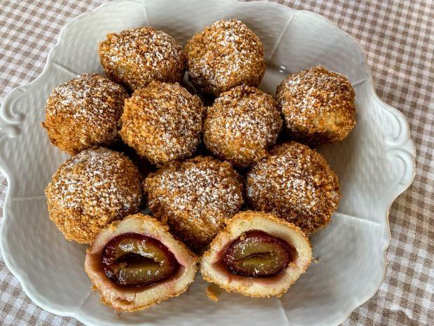 plum-dumplings-szilvasgomboc-hungarian-food