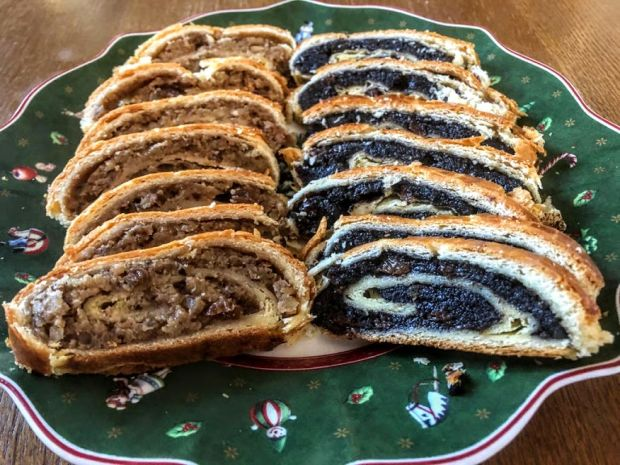 bejgli-hungarian-walnut-poppy-seed-roll