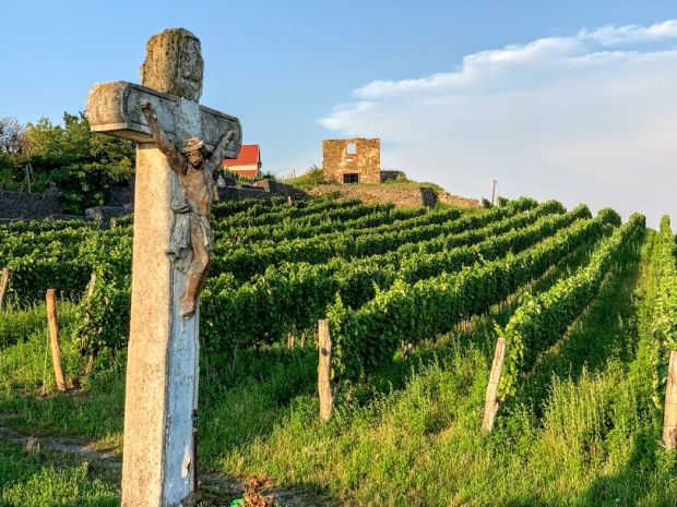 stone-cross-somlo-wine-region
