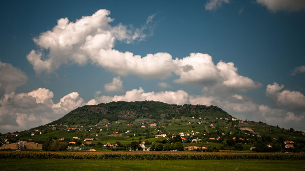 somlo-wine-region-hill-from-far