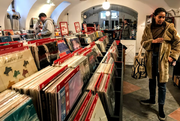 Musicland-records-store-budapest-1