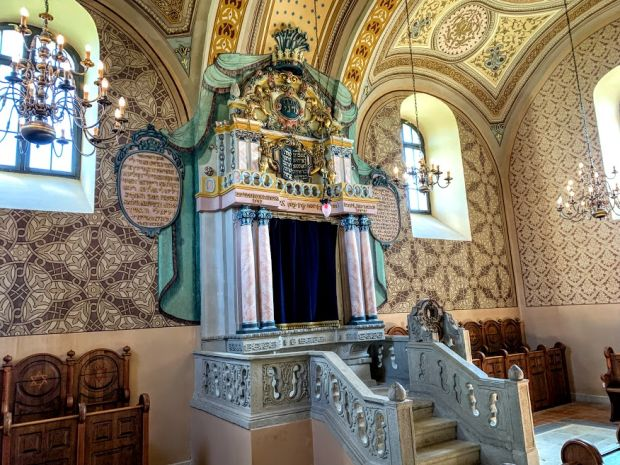 mad-baroque-synagogue-inside-tokaj