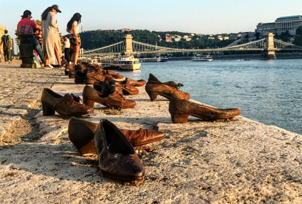 shoes-holocaust-memorial-danube-budapest