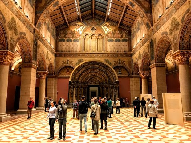 museum-of-fine-arts-budapest-romanesque-hall
