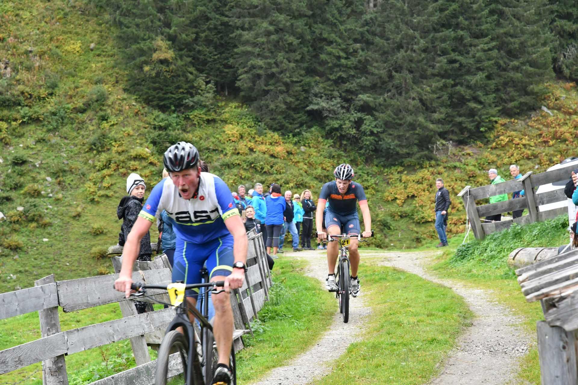 Beim  Wettbewerb Fellenberg Duathlon treten Zweier-Teams gegeneinander an.